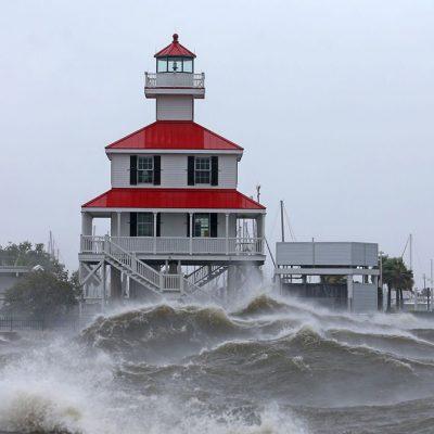 Ураган в США нарушил судоходство и изменил направление Миссисипи