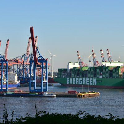 Порт Гамбург принял самый большой в мире контейнеровоз Ever Ace
