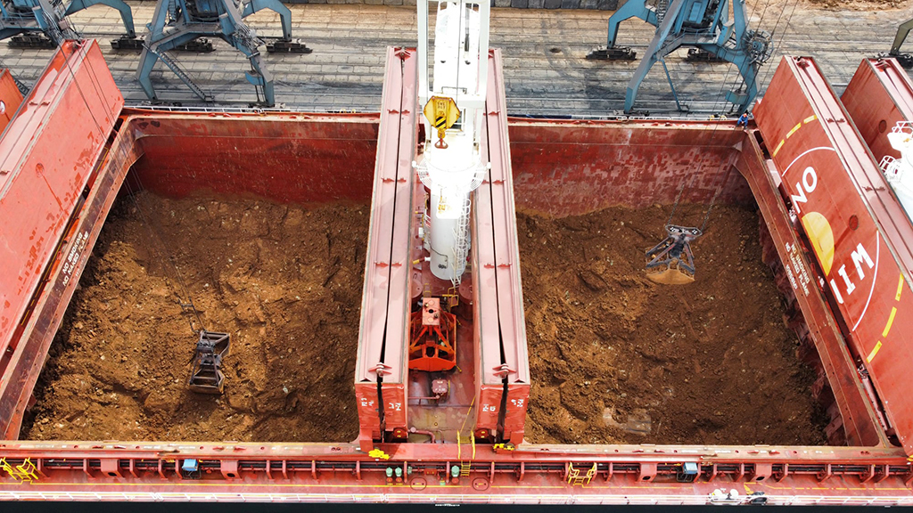Госстивидор «Южный» разгрузил никелевую руду с рекордной интенсивностью