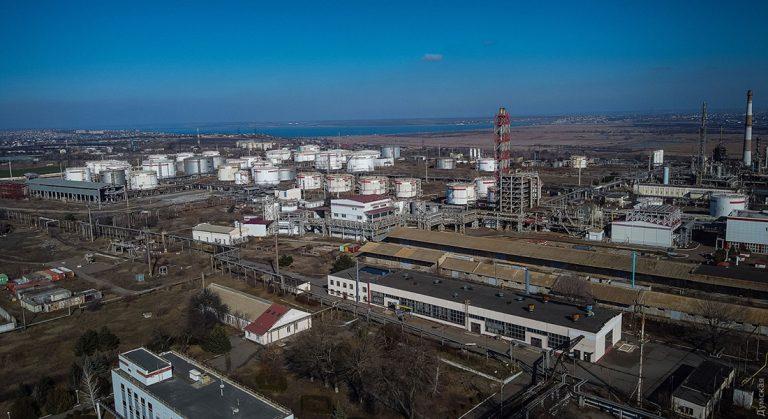Ситуация на остановленном Одесском НПЗ признана чрезвычайной