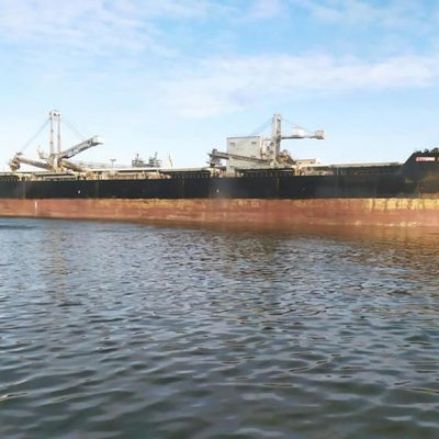 Лоцманы Николаевского порта завели на причал «Ника-Теры» сухогруз рекордной длины