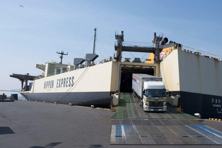 Японский оператор использует скоростные паромы для доставки контейнеров из Китая